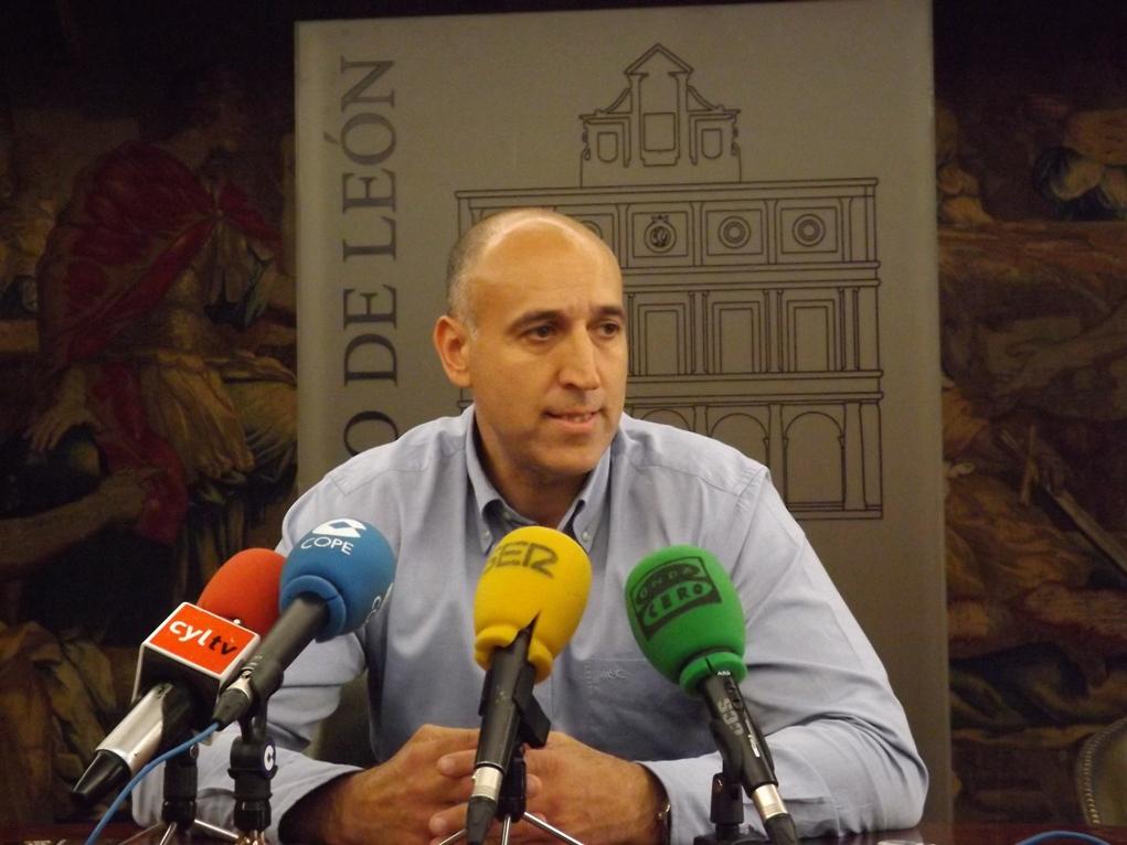 José Antonio Diez en una rueda de prensa en el Ayuntamiento.